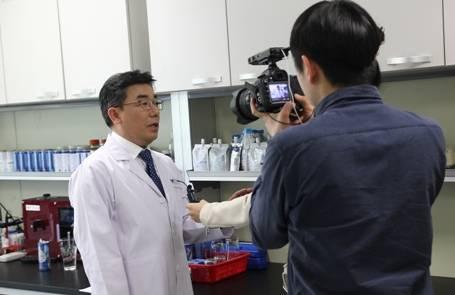 [국제신문]'미세먼지', 수소수 캔음료로 보호.연구 발표